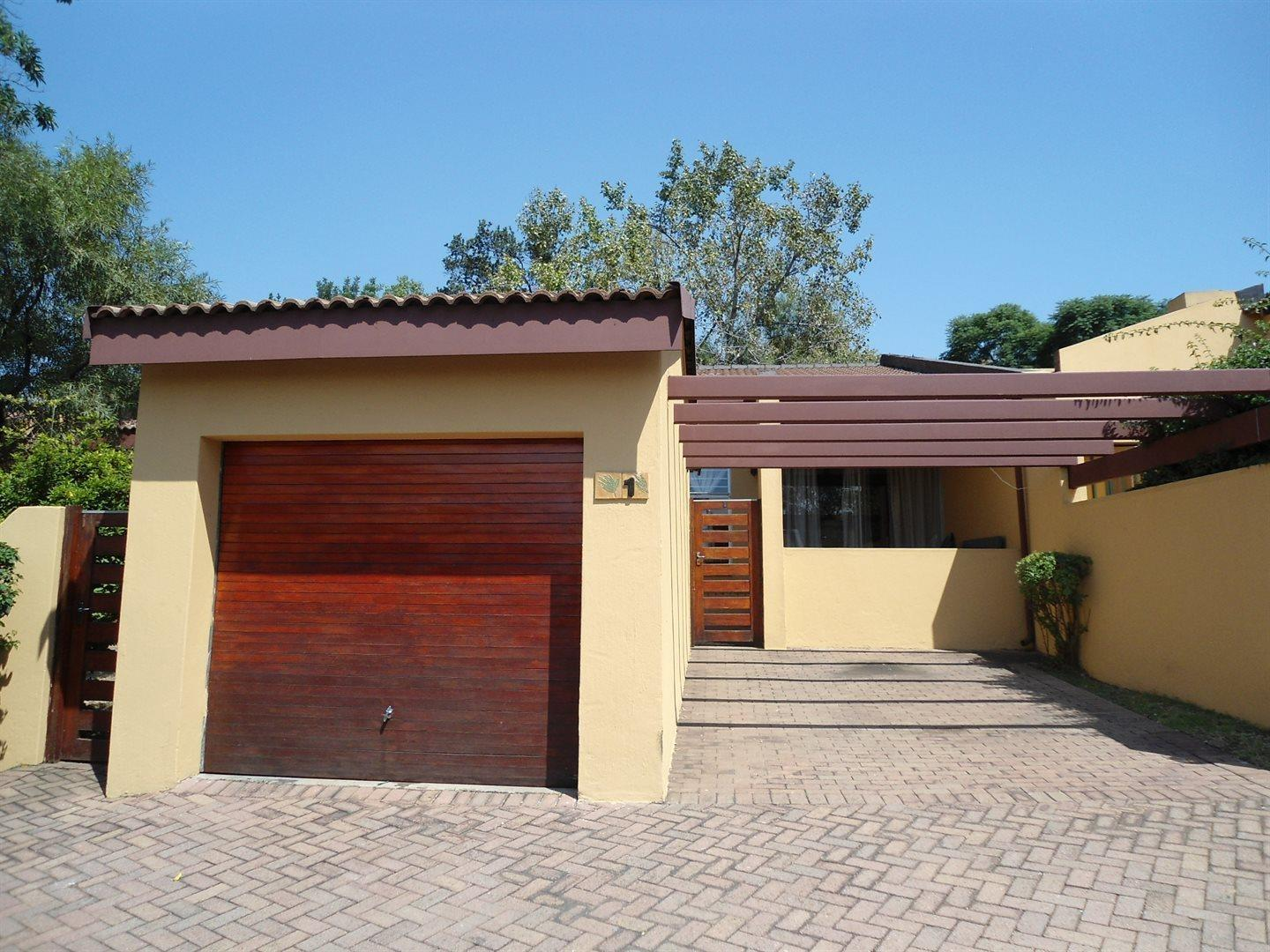 3 bedroom townhouse for sale in buccleuch for 3 bedroom townhomes