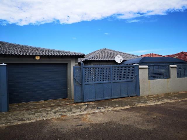 , House, 4 Bedrooms - ZAR 1,000,000