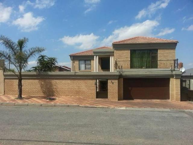 , House, 5 Bedrooms - ZAR 3,300,000