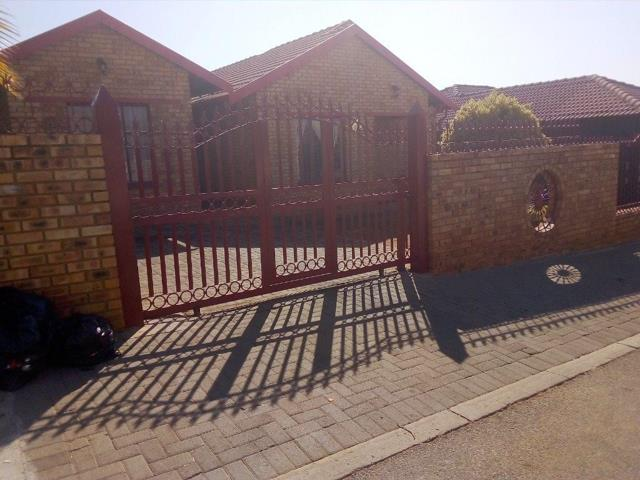 Rustenburg, Tlhabane Property  | Houses For Sale Tlhabane, Tlhabane, House 3 bedrooms property for sale Price:795,000