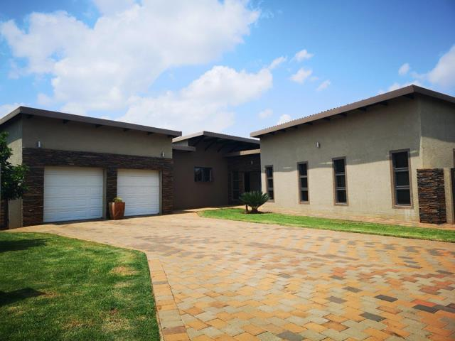 Property and Houses for sale in Raslouw Manor, House, 4 Bedrooms - ZAR 3,150,000