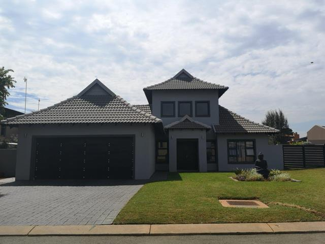 Property and Houses for sale in Raslouw Glen, House, 3 Bedrooms - ZAR 2,750,000
