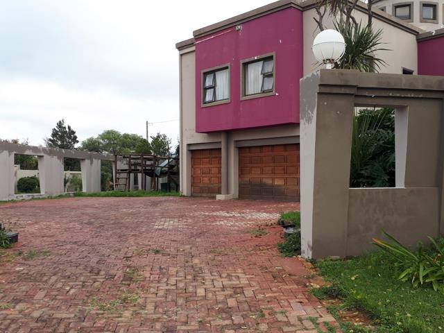 , House, 6 Bedrooms - ZAR 3,249,000