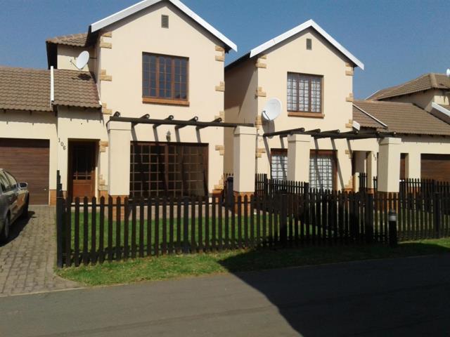 , Townhouse, 2 Bedrooms - ZAR 885,000