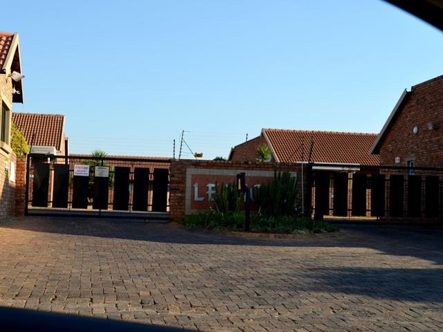 , Townhouse, 2 Bedrooms - ZAR 1,045,000