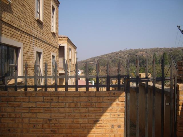 , Townhouse, 3 Bedrooms - ZAR 880,000