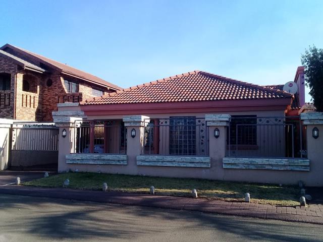 , House, 3 Bedrooms - ZAR 820,000