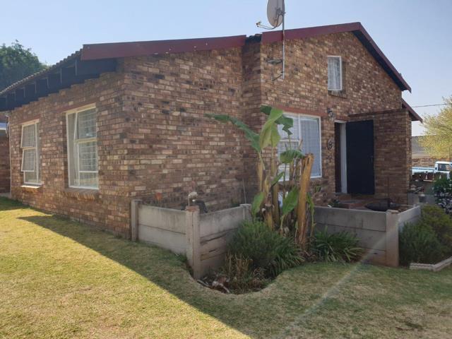 , Townhouse, 3 Bedrooms - ZAR 580,000